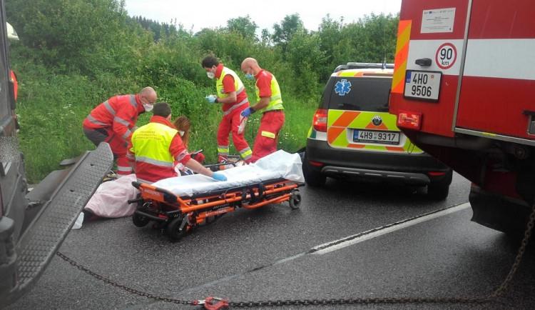 Za první tři dny tohoto týdne zemřeli na silnicích při dopravních nehodách v kraji tři lidé, další jsou vážně zraněni