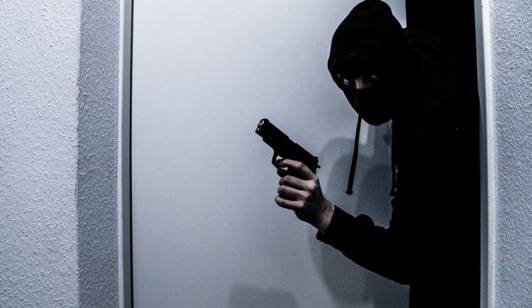 Do skladu v Ostroměři se někdo vloupal a ukradl trezor s penězi