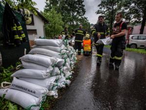 Východní Čechy dnes zasáhnou silné bouřky a rozvodní se opět řeky