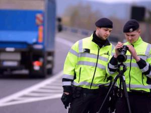 Policisté budou o víkendu kontrolovat bezpečnost na silnicích. Zaměří se na rychlost i alkohol