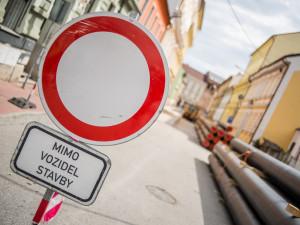 Po víkendu začne rekonstrukce Heydukovy ulice ve Dvoře Králové. Zkomplikuje osobní i autobusovou dopravu