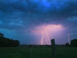Meteorologové rozšířili varování. Východní Čechy zasáhnou odpoledne silné bouře