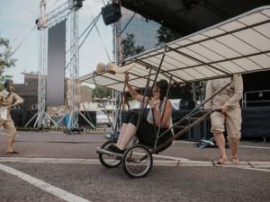 Na třídenní Divadelňák do Hradce Králové dorazilo přes tři tisíce lidí. Organizátoři si náhradní program pochvalují