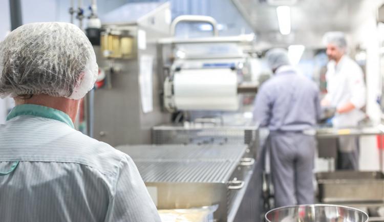 V Hradci Králové se budou přes prázdniny rekonstruovat školní jídelny. Polovinu zaplatí radnice