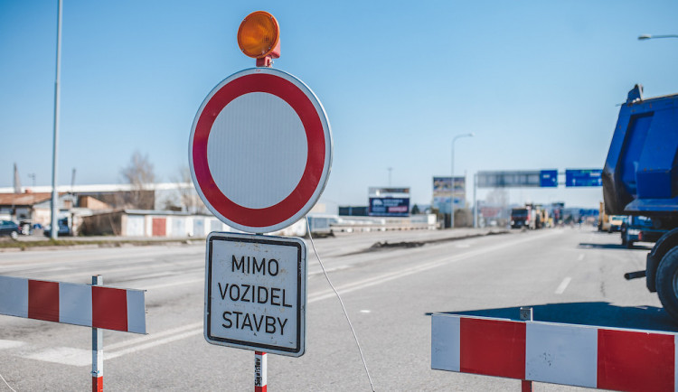 Začala rekonstrukce silnice mezi Novým Bydžovem a Chlumcem nad Cidlinou