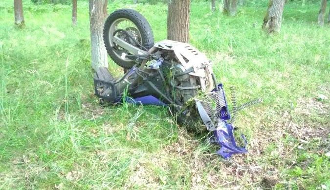 Při tragické nehodě na Rychnovsku zemřel motorkář. Nezvládl zatáčku a narazil do stromu
