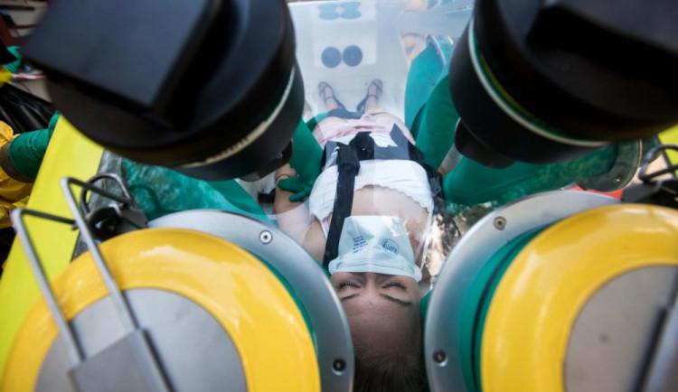 Pacientka nemocnice Trutnov má koronavirus, ošetřoval ji nemocný lékař