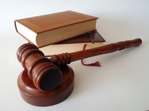 Za ubodání dvou krajanů na ubytovně v Opatovicích si Ukrajinec odpyká 18 let, potvrdil to soud