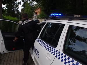 V Hradci Králové chytla policie zdrogovaného řidiče. Od dvě hodiny později ho zastavila znovu, pod vlivem řídil jeho kamarád