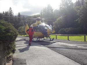 Mladík spadl ve výletních sandálech ze skalní vyhlídky do koryta Labe, letěl pro něj vrtulník