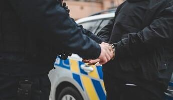 Recidivista přepadával ženy v Hradci Králové. Už předtím seděl 16 let ve vězení