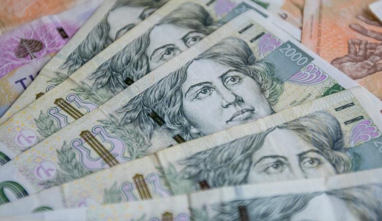 Pracovníci na dohody zřejmě dostanou náhrady 350 korun za den