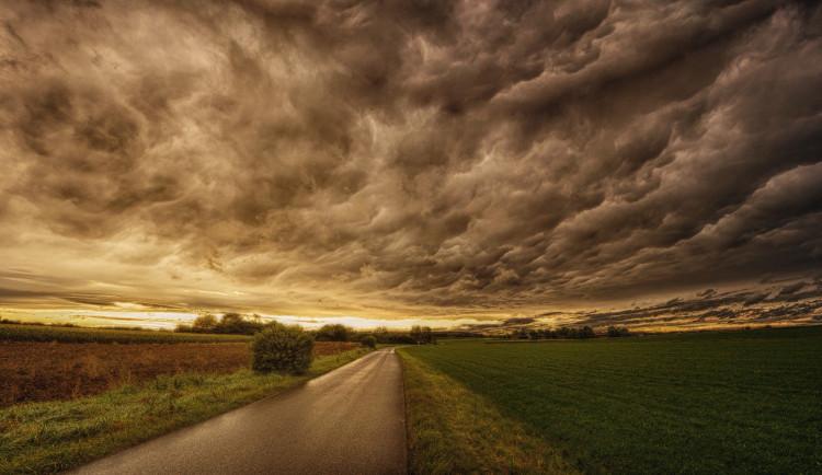 POČASÍ NA SOBOTU: Z počátku déšť, odpoledne relativně slušné počasí