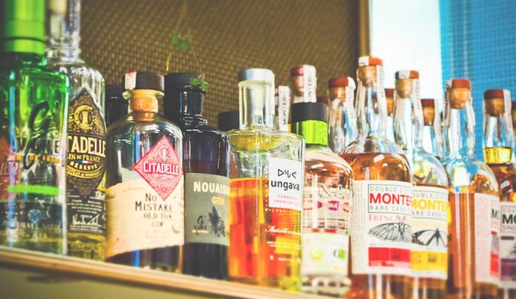 Čtvrtina restaurací a barů v kraji nalévá alkohol nezletilým. Došlápla si na ně Česká obchodní inspekce