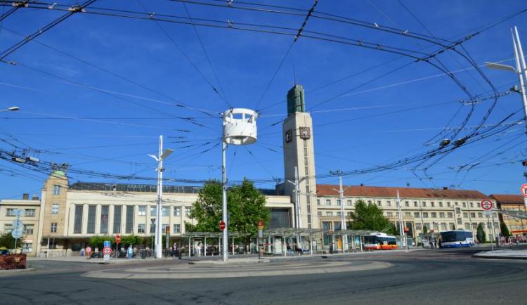 Na hlavním železničním koridoru Hradec Králové – Praha bude od 28. července výluka, potrvá až do 8. srpna