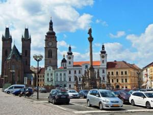 Podzemní parkoviště pod náměstím v Hradci Králové narazilo. Proti jsou archeologové
