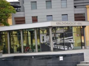 Královéhradecký kraj rekordně investoval a zbavil se dluhů