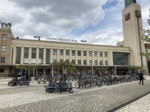 Dnes začíná výluka na hlavní trati z Hradce Králové na Prahu. Vlaky nepojedou v obou směrech