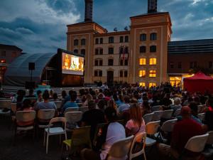Biograf u dvou přátel bude promítat každý čtvrtek na Pivovarském náměstí v Hradci Králové
