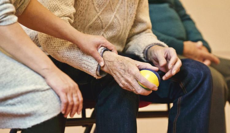 Šíření koronaviru v domově seniorů v Černožicích se podařilo zastavit. Nikdo další nemocný není
