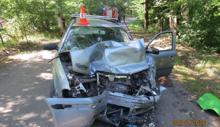 Řidiči se za volantem udělalo špatně. Čelně se srazil s autobusem