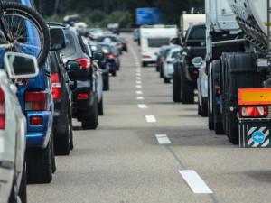 Doprava v Hradci Králové kolabuje. Kvůli rekonstrukcím čekají řidiči v dlouhých kolonách