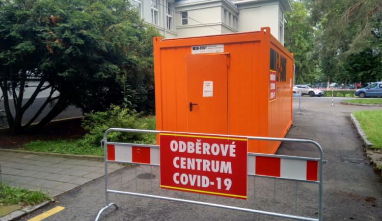 Nemocnice v Hradci Králové prodloužila otevírací dobu odběrového místa