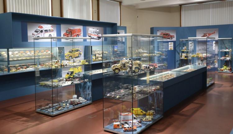 V muzeu začala výstava modelů sanitek. Připomíná 40 let od vzniku záchranné služby v Hradci Králové