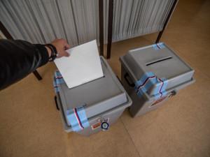 Během karantény půjde volit z auta, ve speciálních volebních okrscích a u výjezdních komisí