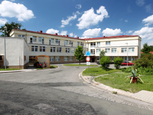 Druhá vlna testů v nemocnici Trutnov odhalila jeden případ COVIDU-19