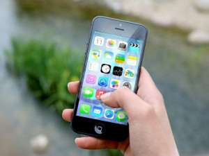 Řada mobilních aplikací je nebezpečná. Které byste z telefonu měli raději smazat?