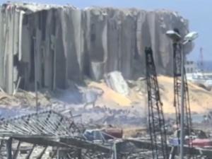 Výbuchem poničené silo v Bejrútu stavěla firma z Pardubic. Teď půjde zřejmě k zemi úplně