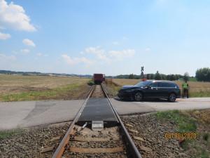 Na nechráněném přejezdu u Libošovic vjelo osobní auto pod vlak. Nehoda si naštěstí nevyžádala žádná zranění