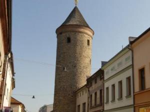 Šindelářská věž ve Dvoře dostane novou střechu, hotova bude do konce září