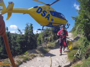 VIDEO: Vrtulník záchranářů musel do hor hned k několika nehodám, které se staly při adrenalinových sportech