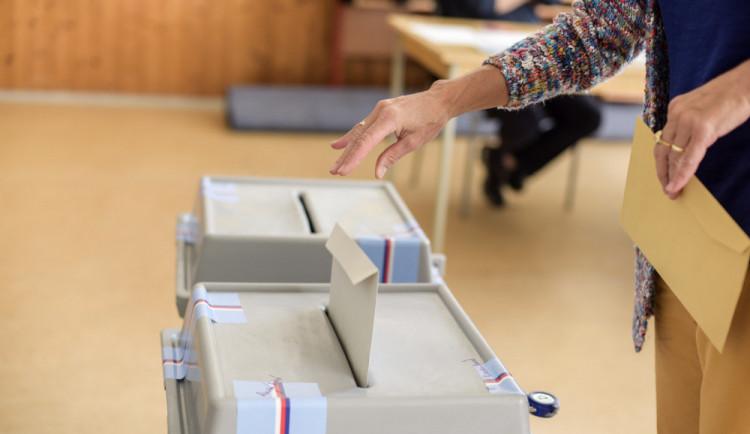 V senátním obvodu Hradec Králové je do voleb registrováno 11 kandidátů