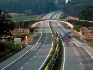 Úsek dálnice D11 mezi Hradcem a Smiřicemi bude zprovozněn o půl roku dříve