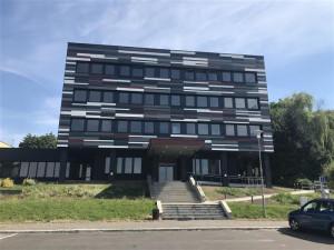 Přestavba sídla KSČ v Jičíně na polyfunkční komunitní centrum je hotová