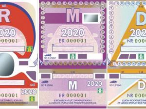 Smlouva na distribuci elektronických dálničních známek je podepsána. Od příštího roku už si papírový kupon na přední sklo nenalepíme