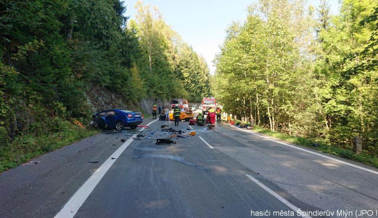 Řidič mustangu se před tragickou nehodou u Špindlerova Mlýna řítil rychlostí až 158 km/h