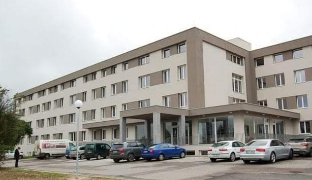 V sanatoriu v Holicích se při muzikoterapii rozšířil koronavirus. Obdobně tomu bylo i v úpickém Beránku, kde zemřel další klient