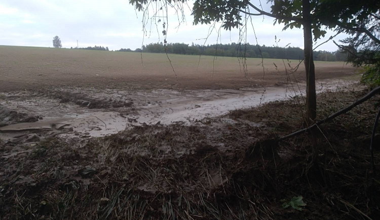 Přívalové deště zaplavují Hořice pískem a bahnem. Nutná jsou opatření v krajině, zní z radnice