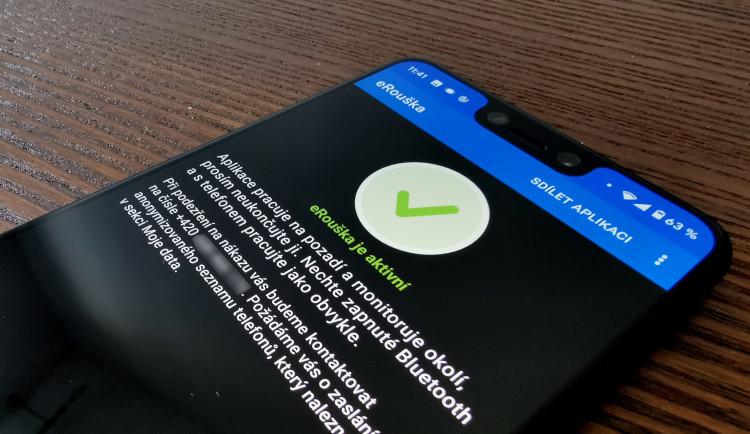 Nová verze aplikace e-Rouška bude ke stažení od pátku