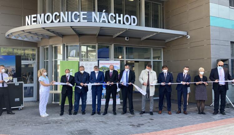 FOTO: Stavba nemocnice v Náchodě je u konce. Podívejte se na nejmodernější operační sály v republice
