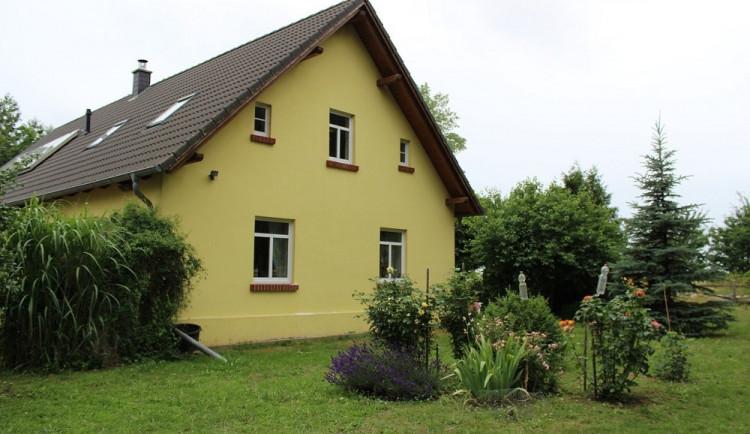 Daň z nabytí nemovitosti se ruší, Zeman podepsal zákon