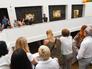 Hradecká galerie věnuje výstavu Jiřímu Hilmarovi. Zaměřuje se na jeho opomíjenou tvorbu