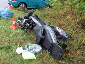 Opilý řidič s dítětem v autě srazil muže na skútru. Letět pro něj musel vrtulník záchranářů