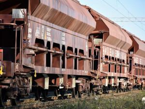 Muž nepřežil ranní střet s nákladním vlakem v hradeckém Březhradu