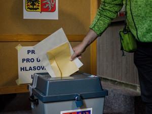 VOLBY 2020: Dnes je druhý volební den, jasno o vítězích by mohlo být v průběhu odpoledne