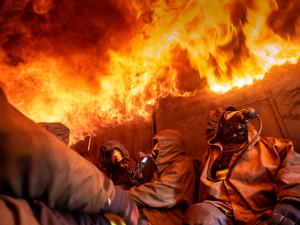 FOTO: Hasiči z Královéhradeckého kraje trénovali ve FLASHOVER kontejneru. Teploty v něm mohou dosahovat až na tisíc stupňů Celsia
